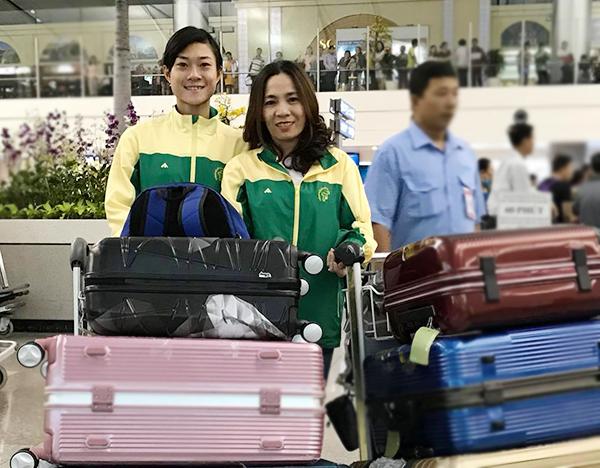 Tú Chinh và HLV Thanh Hương lên đường sang Mỹ tập huấn. Ảnh: FB.