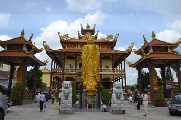 Chùa Phước Bảo tọa lạc trên Quốc lộ 1A(Bến Lức, Long An), cách Sài Gòn khoảng 35 km, có khuôn viên khá rộng là điểm hành hương khá nổi tiếng với nhiều người.