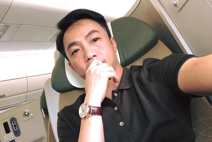 Cường Đôla có chuyến bay đầu tiên của năm Mậu Tuất. Nhiều người cho rằng anh bay ra Bắc chúc Tết gia đình Đàm Thu Trang. Ít giờ sau đó, anh chia sẻ hình ảnh đang lái xe về hướng Lạng Sơn quê của bạn gái.