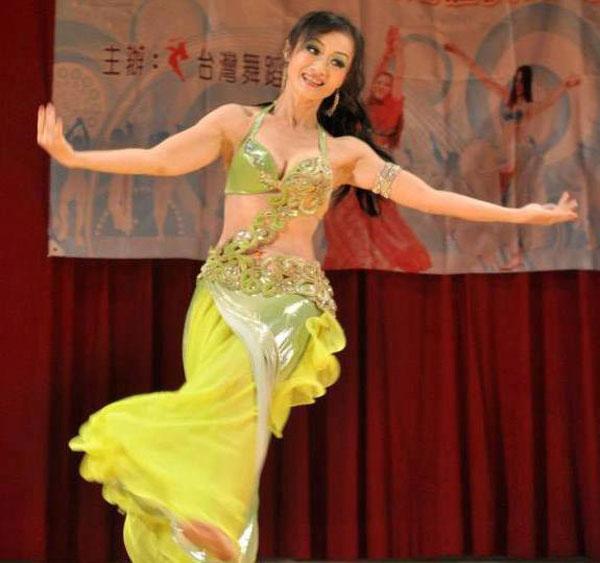 Cô đam mê múa bụng và tham gia rất nhiều cuộc thi.