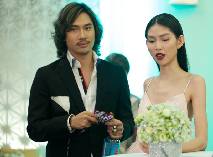 Nhà thiết kế Lý Quí Khánh hứa hẹn gây bất ngờ với hình ảnh một ông bầu quyền lực của làng giải trí. Chân dài Thùy Dương có một vài phân cảnh trong Thử yêu rồi biết.