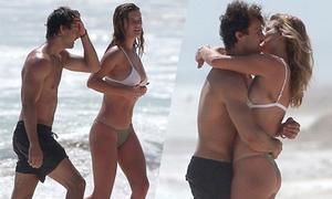 Bồ cũ của Leonardo DiCaprio say đắm bên người tình mới