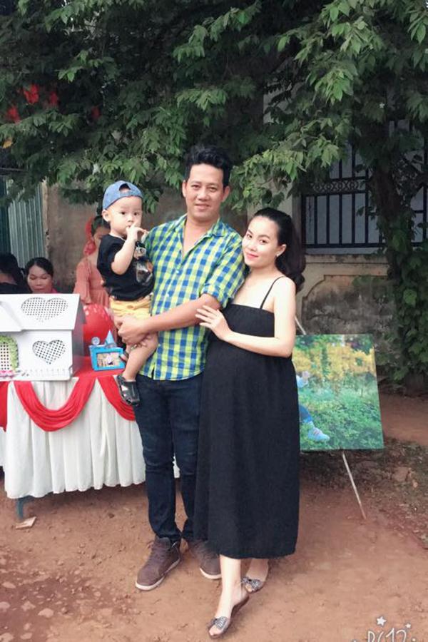 Nghệ sĩ hài Lê Nam và vợ con.