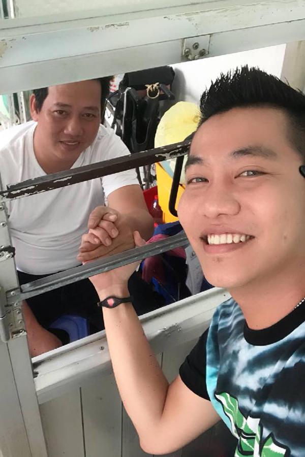 Hoàng Rapper đến thăm Lê Nam chiều 23/2.