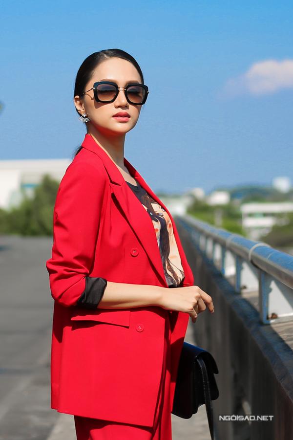 Hương Giang sinh năm 1991 tại Hà Nội, cô cao 1,70m, nặng 52kg với số đo 3 vòng 86-62-90. Hương Giang chuyển giới sau khi tốt nghiệp cấp 3. Cô được biết đến khi tham gia cuộc thi Thần tượng âm nhạc 2012. Sau cuộc thi, tuy chỉ dừng ở top 4, Hương Giang có một sự nghiệp ca hát rộng mở. Cô khá đắt show hát, dự sự kiện và tham gia các gameshow. Hương Giang được nhận xét là một trong những người chuyển giới đẹp nhất ở Việt Nam.