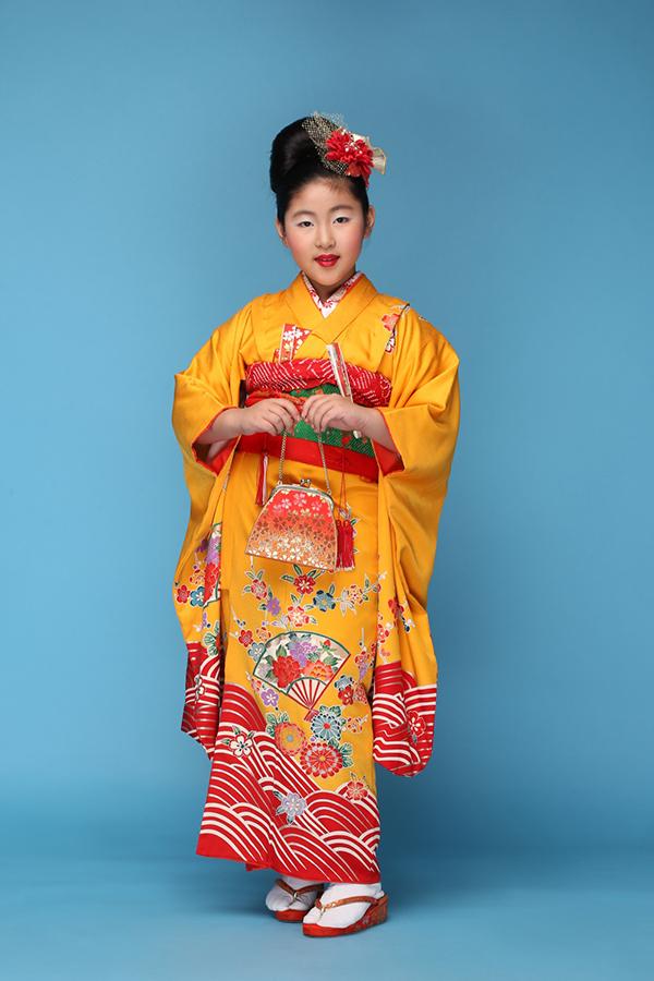 Phong cách trang điểm và làm tóc phảng phất hình ảnh của những nàng geisha giúpAngelina An Nguyễn ấn tượng hơn khi diện kimono Nhật Bản.