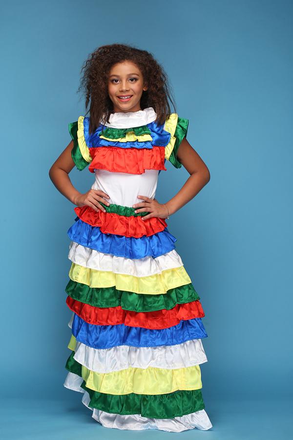 Tuần lễ thời trang thiếu nhi châu Á năm nay còn thu hút sự quan tâm của các mẫu nhí đến từ nhiều quốc gia. AloA KamionKo SanTos trong trang phụcBrazil.