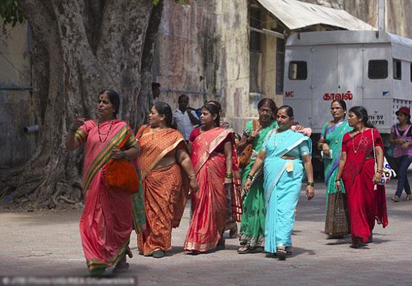 Chính quyền bang hy vọng thay đổi vẻ ngoài sẽ giúp phụ nữ nghèo tự tin và có cuộc sống tốt đẹp hơn.