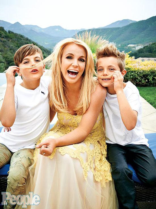 Britney và hai con trai.
