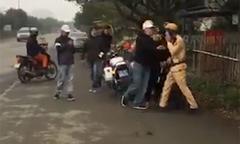 Nam thanh niên đánh võng giỡn mặt cảnh sát bị phạt hơn 7 triệu đồng