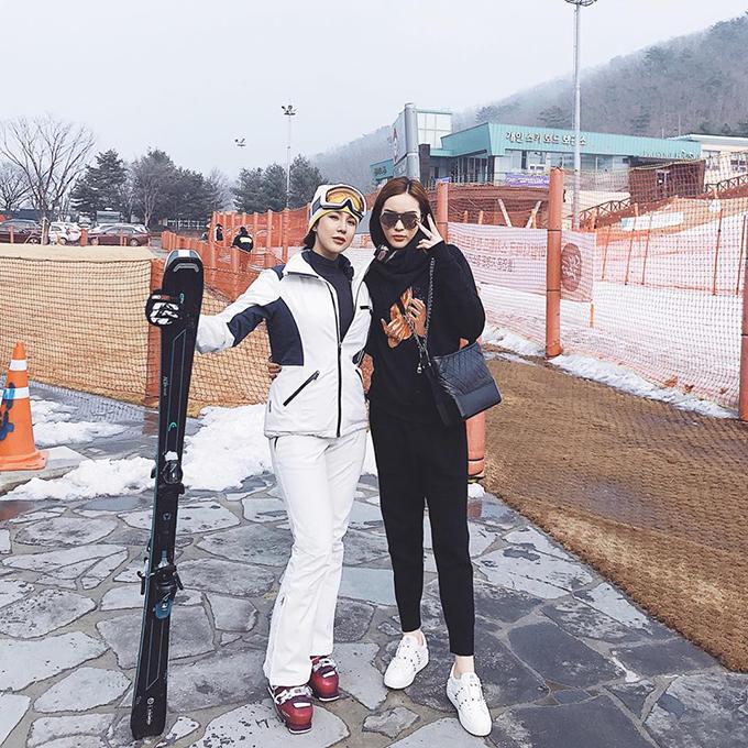 Đôi bạn Kỳ Duyên và Diệp Lâm Anh hội ngộ đầu năm trong chuyến đi đến Hàn Quốc, tuy nhiên nàng hoa hậu chưa thích nghi kịp với khí hậu lạnh ở xứ sở kim chi.