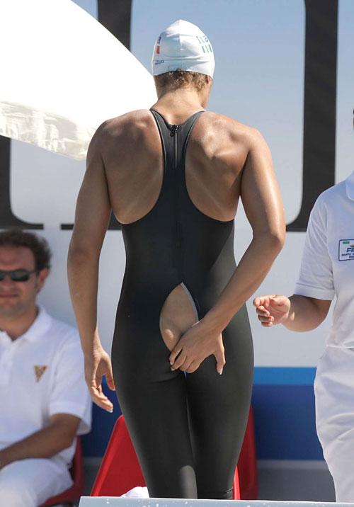Khi các VĐV Olympic bị tụt áo, rách quần - 7