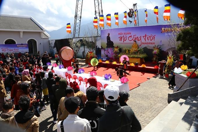 Hàng chục nghìn du khách dự \'Hội xuân Mở cổng trời Fansipan\'