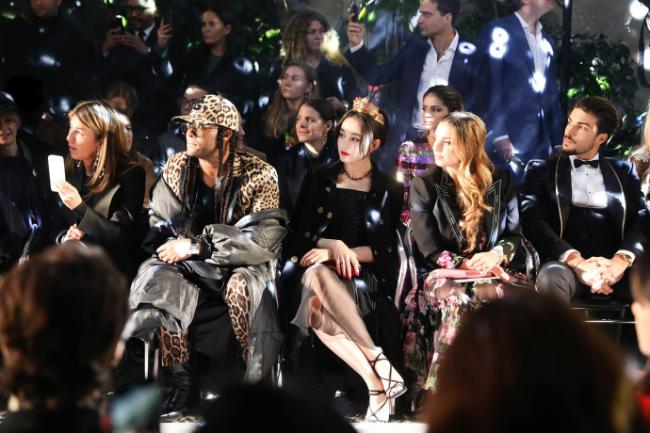 Đầu năm 2018,Địch Lệ Nhiệt Ba chính thức trở thành gương mặtđại diện tại khu vực châuÁ Thái Bình Dương của thương hiệuDolce Gabbana.