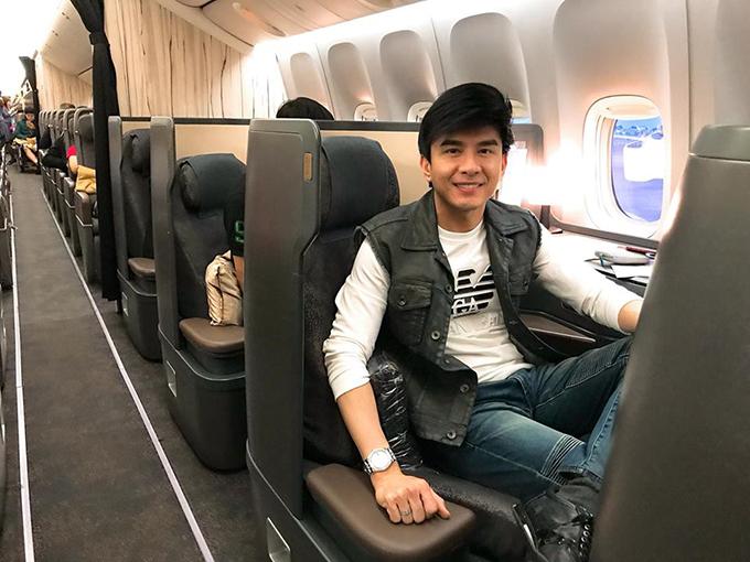 Đan Trường kết thúc các show diễn Tết ở Việt Nam, trở lại Mỹ với gia đình và chuẩn bị đón sinh nhật với con trai.