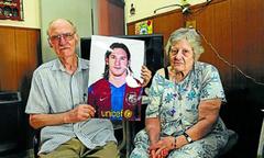 Messi lập cú đúp ngày thông báo ông ngoại qua đời