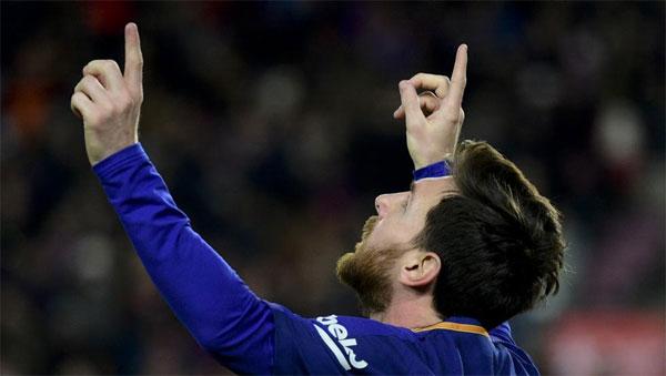 Messi thường giơ hai tay lên trời mừng bàn thắng sau khi bà ngoại qua đời. Ảnh: Tribuna.