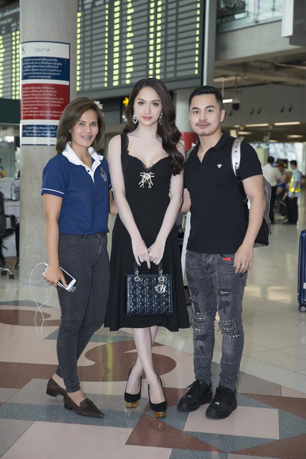 Hương Giang rạng rỡ gặp gỡ ban tổ chức Hoa hậu Chuyển giới Quốc tế