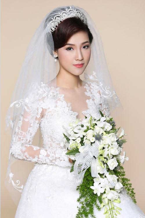 Dù trước mỗi mùa cưới, các chuyên gialại giới thiệu những kiểu make up ngày cưới khác nhau dựa trên xu hướng trang điểm chungcủa thế giới, theo chuyên gia trang điểm Hồ Khanh, cô dâu Việt vẫn chuộng kiểu làm đẹp tôn nét truyền thống Á đông.
