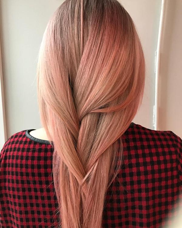 Không chỉ hợp với tóc ngắn, màu nhuộm hồng còn