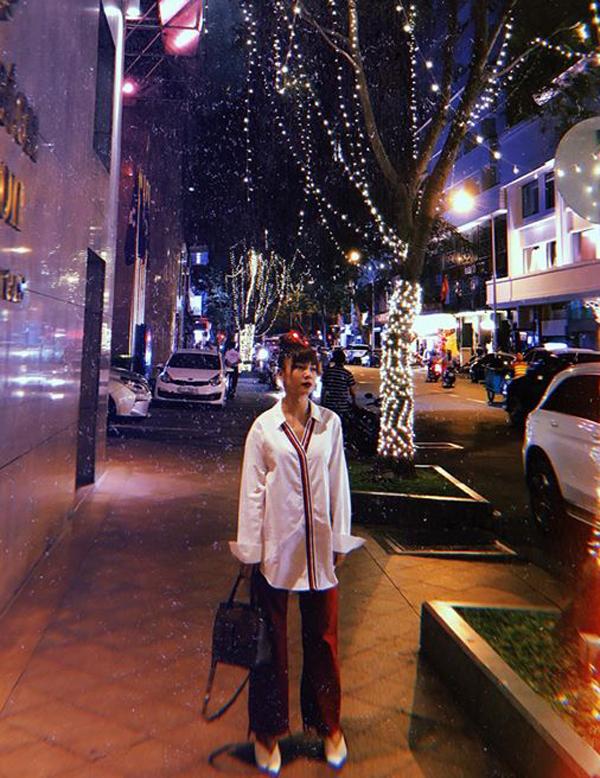 Đầu mùa thời trang xuân 2018, Yến Trang tiếp tục lăng-xê các kiểu quần ống rộng trên, cô phối chúng với áo trễ vai, sơ mi phom dáng rộng.