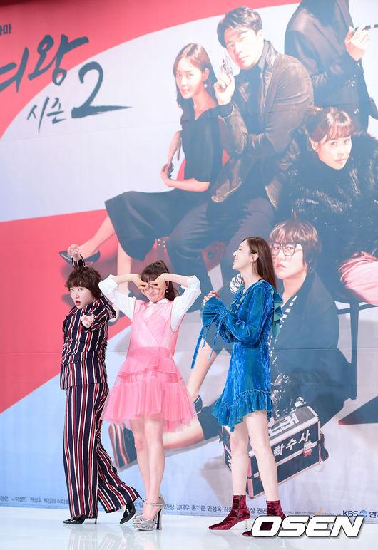 Choi Kang Hee tuổi 40 vẫn để mái mưa, diện váy hồng như gái teen - 7