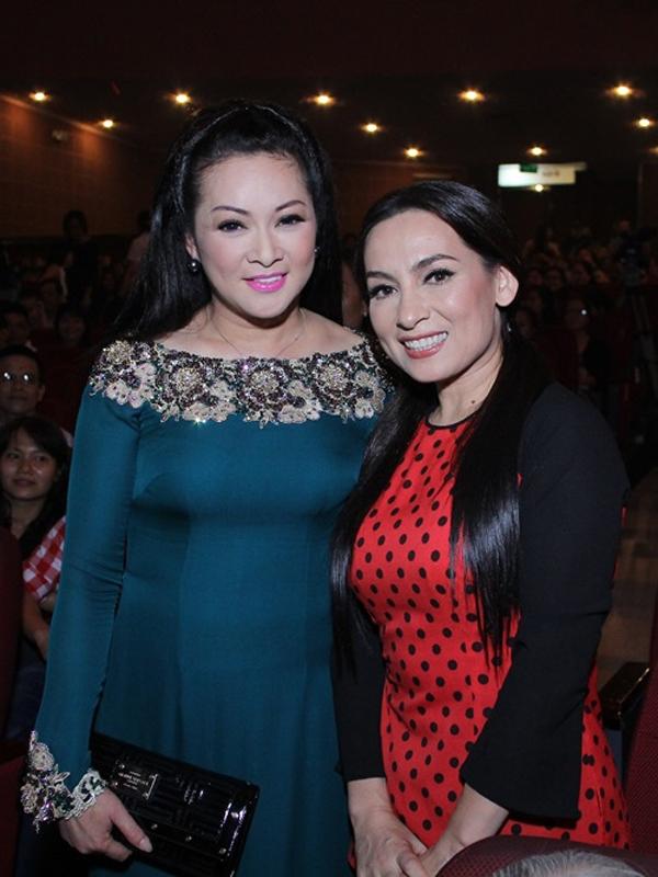 Hai nữ ca sĩ hội ngộ tại hàng ghế khán giả trong liveshow của em trai Như Quỳnh hồi 2015.