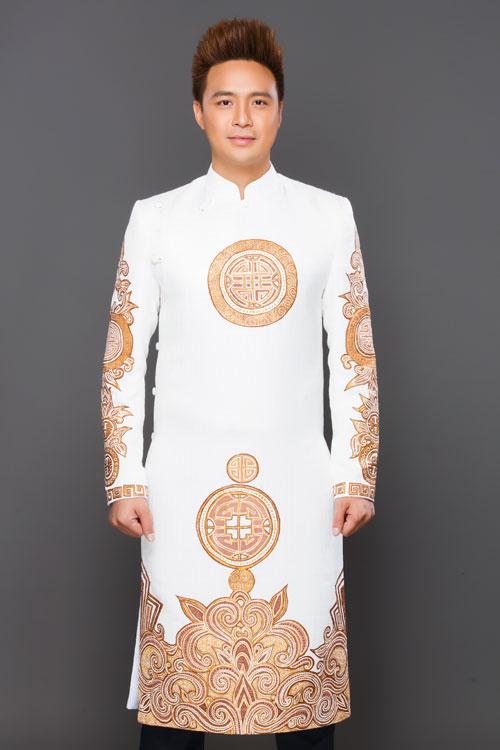 Bộ ảnh do Áo dài Minh Châu, trang điểm - làm tóc Sang Nguyễn và photo Bảo Lê hỗ trợ thực hiện.