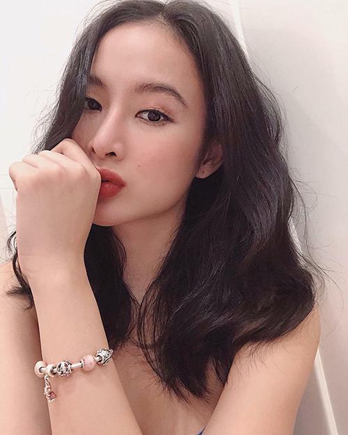 Angela Phương Trinh nuối tiếc kỳ nghỉ: Ngày này tuần trước là mùng 3 Tết thôi mà, thời gian đúng là trôi mau quá.