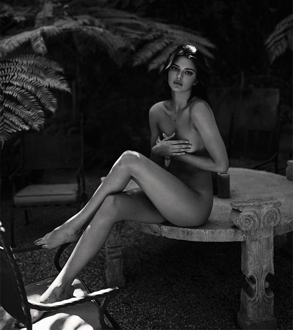 Kendall khoe ảnh nude trên Instagram.