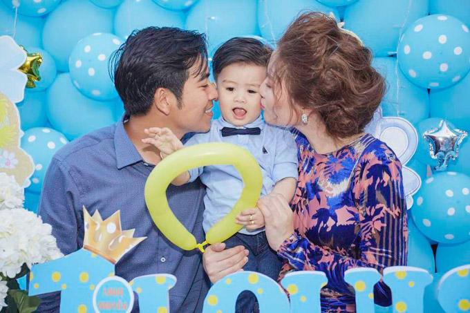 Cậu béLouis Nguyễn là trái ngọt đầu tiên trong cuộc hôn nhân của diễn viên và ông xã Thanh Bình. Nhóc tỳ chào đời ngày 4/2/2017 tại một bệnh viện ở Mỹ. Khi hơn một tháng tuổi, cậu quý tửmới được bố mẹ đưa về nước sinh sống.