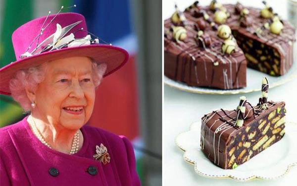 Uống trà chiều với các loại bánh Đầu bếp của Hoàng gia Anh tiết lộ, Nữ hoàng Elizabeth rất thích dùng trà với bánh mật ong hoặc bánh quy chocolate.