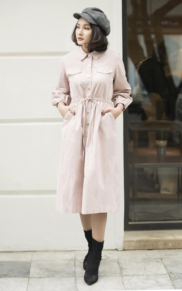 Sau Tết, nhiều bạn gái thường bị tăng cân vì thế cùng với váy ôm khít eo, các thiết kế váy suông, váy sơ mi kèm dây rút cũng được giới thiệu để giúp các nàng che nhược điểm.