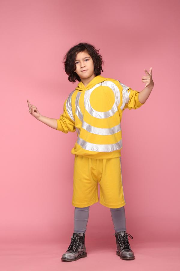 Trang phục được cắt may trên chất liệu thun đa chiều mang lại cảm giác thoáng mát và giúp các bé thoải mái vui chơi, nô đùa.