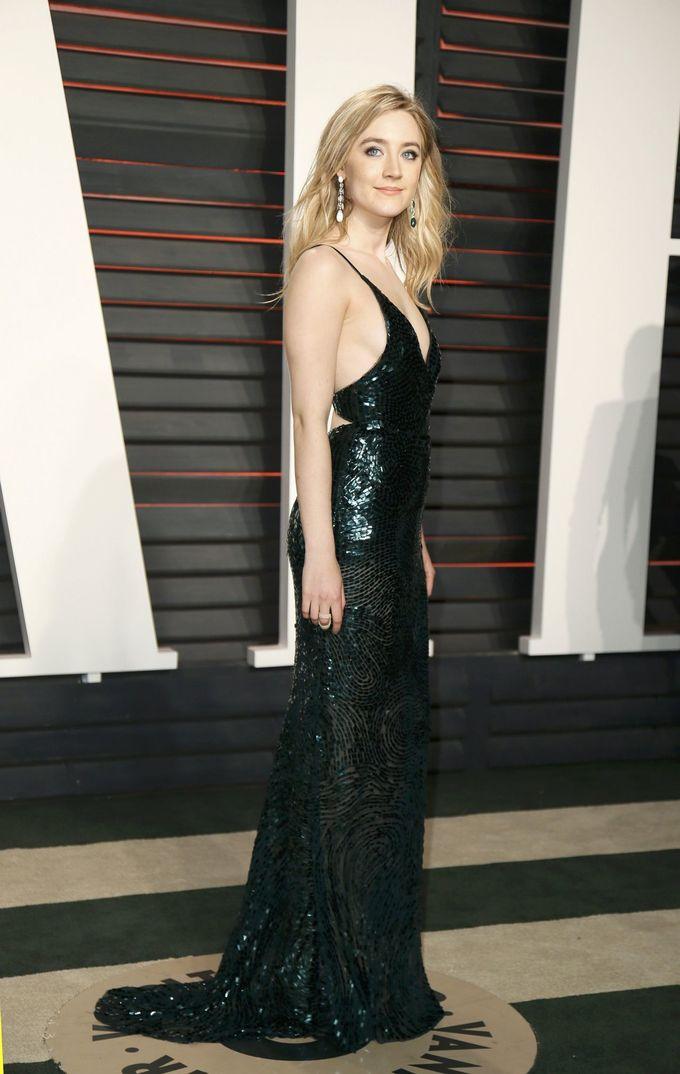 Saoirse Ronan chuộng style trang nhã trên thảm đỏ