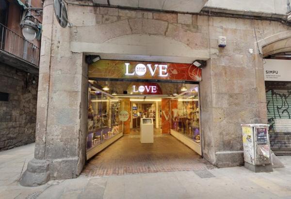 Cửa hàng Love Shop ở thành phố Barcelona, Tây Ban Nha. Ảnh: Google