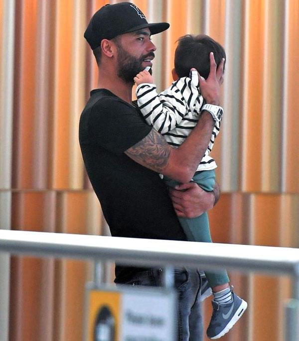 Đầu năm nay khi con trai mới một tuổi, hậu vệ một thời của Chelsea mới chia sẻ niềm vui làm bố nhưng không tiết lộ thêm thông tin về con và bạn gái. .