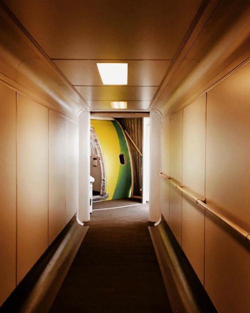 Nhưng không chỉ có trai đẹp, hãng hàng không TAP còn được đánh giá cao về chuyên môn. Theo chính sách của hãng, vé được chia ở 6 mức, phù hợp với nhiều đối tượng khách hàng, bao gồm:Discount, Basic, Classic, Plus, Executive,Top Executive. Trong đó, từ hạngPlus trở đi, hành khách sẽ được ưu tiên check in và boarding nhanh hơn.
