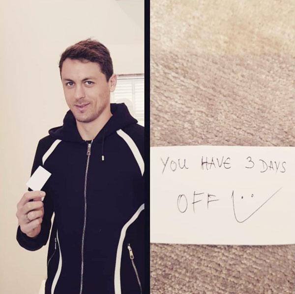 Matic tiết lộ mẩu giấy HLV Mourinho nhờ Baily đưa cho mình trong trận gặp Chelsea.