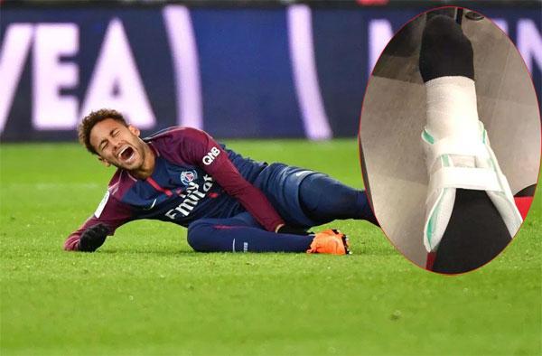 Neymar ôm chân đau đớn