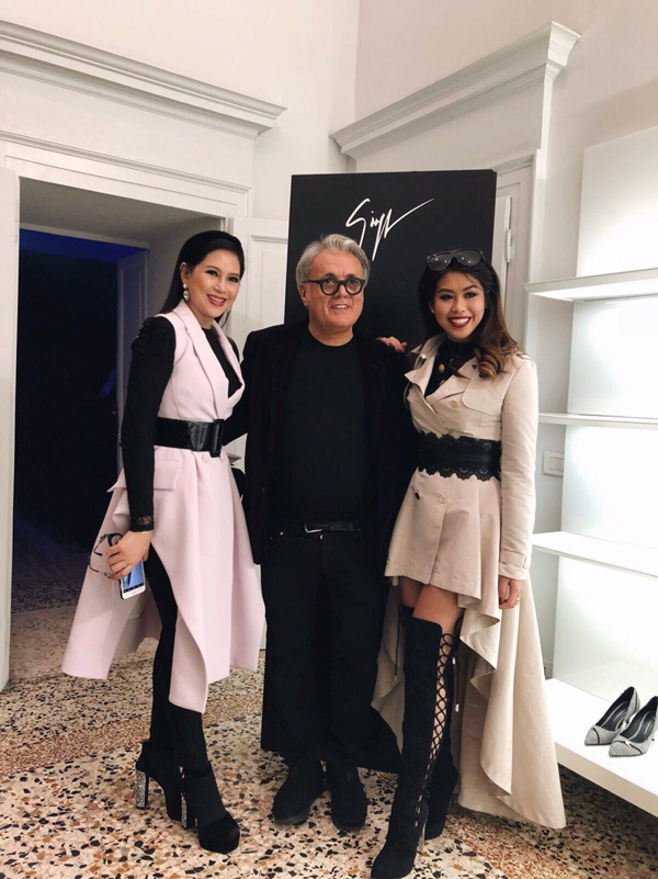 Cũng tại Milan Fashion Week, hai người đẹp cònthường xuyên gặp gỡ các NTK nổi tiếng như Giorgio Armani hay Giusseppe Zanotti.