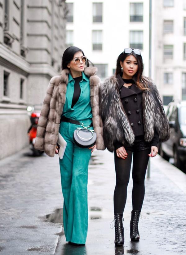 Thảo Tiên và mẹ cùng trổ tài mix-match trang phục để tạo nên sự ấn tượng khi góp mặt trên những con phố thời trang - nơi thu hút các fashionista, phóng viên và biên tập viên thời trang đến từ nhiều quốc gia.