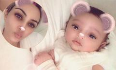 Kim Kardashian lần đầu khoe ảnh con gái thứ ba