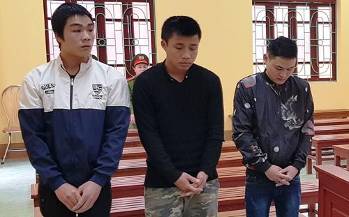 Tuyên, Hòa, Hùng tại tòa. Ảnh: Nguyễn Thái.