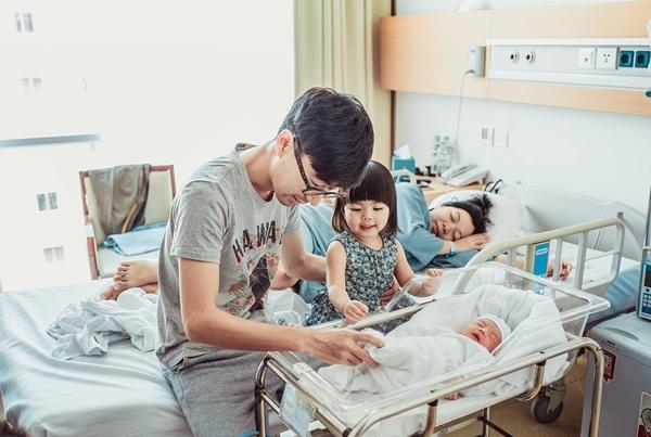 Thành viên mới của gia đình Việt - Hàn là bé trai Kim Min.