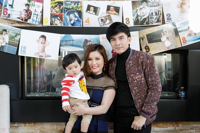 Trên trang cá nhân, doanh nhân Thủy Tiên chia sẻ những khoảnh khắc hạnh phúc của gia đình cô trong ngày bé Thiên Từ tròn 1 tuổi.