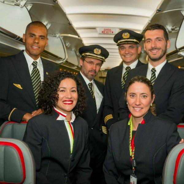 Hãng hàng không có phi hành đoàn đẹp trai nhất thế giới - 12