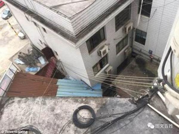 Khách sạn nơi Zhang ném con trai từ tầng 4 xuống đất. Ảnh: Tuwenbaixing
