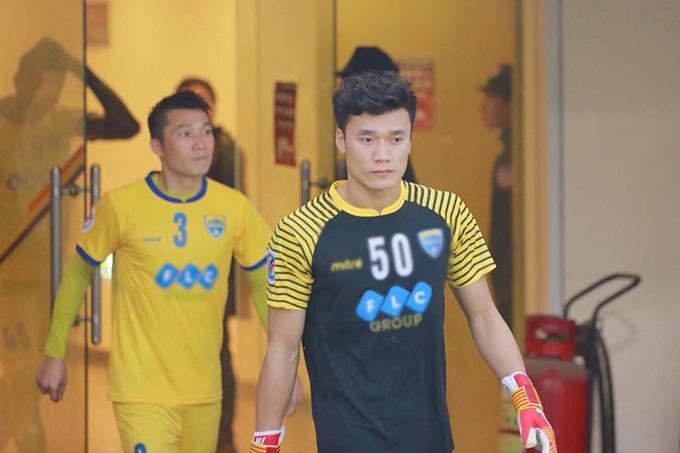 Bùi Tiến Dũng gửi lời xin lỗi người hâm mộ sau trận thua của Thanh Hóa trước Yangon United. Ảnh: FB.