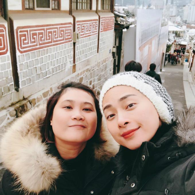 Ngô Thanh Vân cùng bạn tới Seoul ngay trước Tết nguyên đán để tận hưởng khung cảnh tuyết rơi lãng mạn, ghé thăm Cố cung và làng cổ Bukchon Hanok.